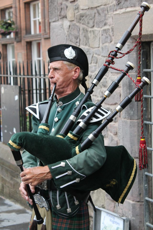 bagpiper-bagpipes-elderly-man-63248